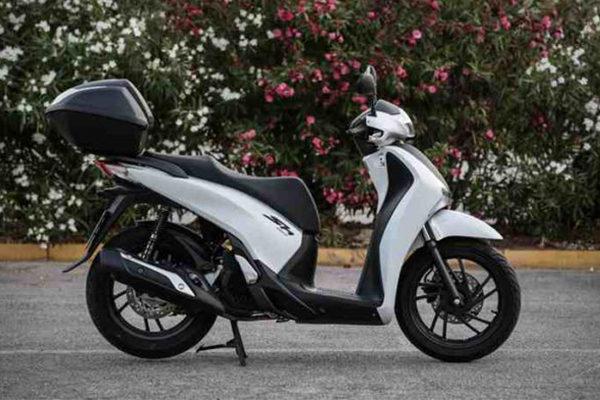 chios-rent-moto-Honda SH150i
